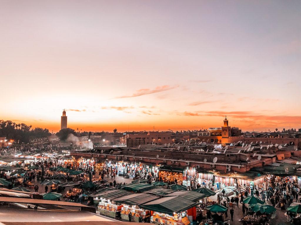 Plaza jemaa el fna, La plaza famosa de Marrakech